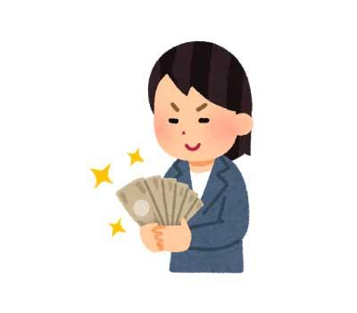 お金を握りしめる女性